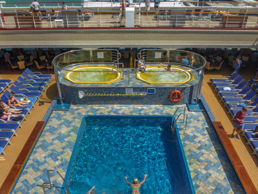 carnival-cruise-swimming-pool